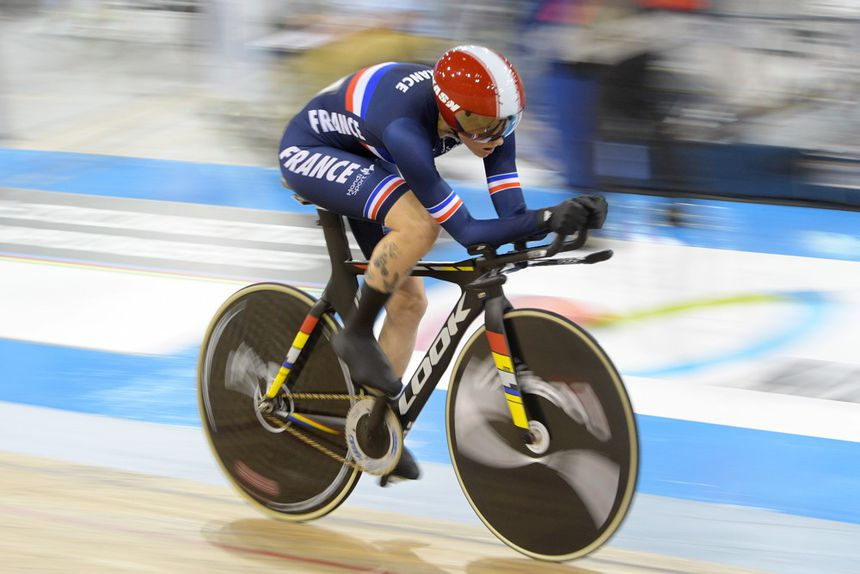 Marie Patouillet at the 2020 Para-cycling Track World Championships in Milton, Canada.  There she won a silver medal in the 500 meters standing start and a silver medal in the omnium in her category.
